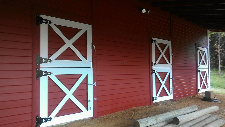 White oak stables realistic horse game for Behr barn and fence paint